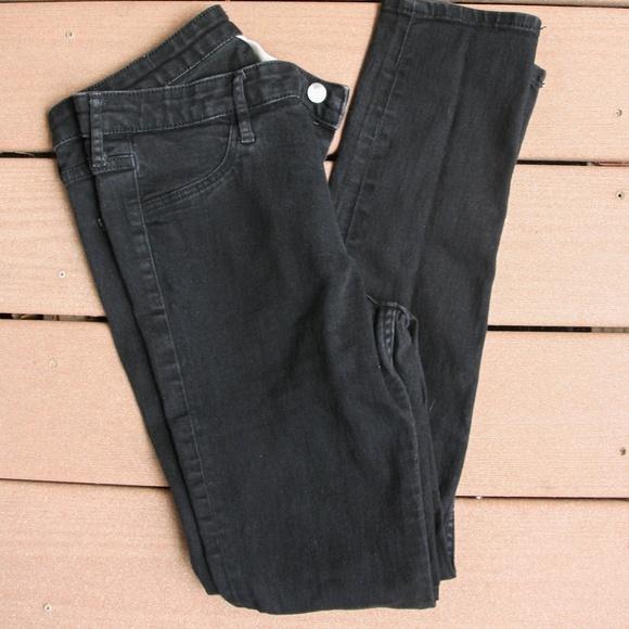 H&M Denim - Black Jegging/Skinny Jeans